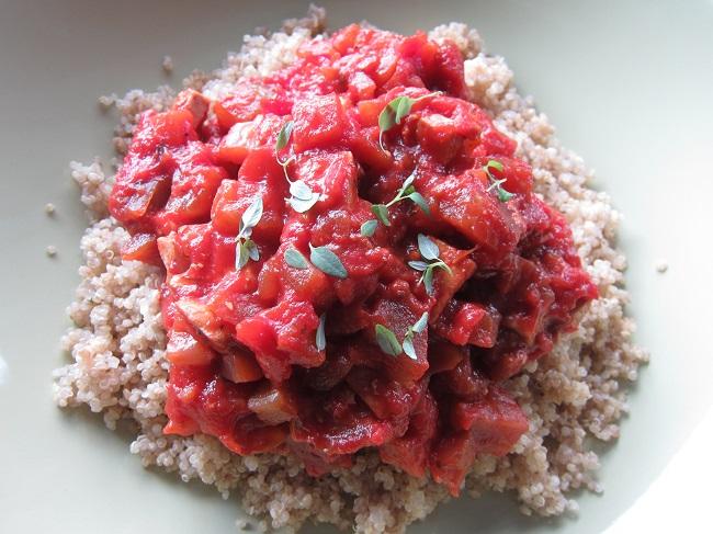 Quinoa se zeleninovou omáčkou