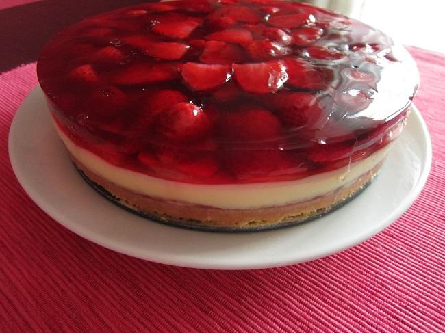 Bezlepkový jahodový dort s vanilkovým krémem a želatinou