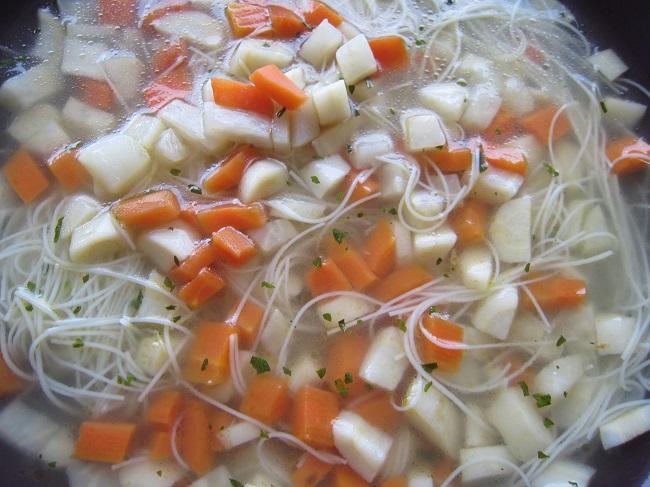 Polévka s kořenovou zeleninou
